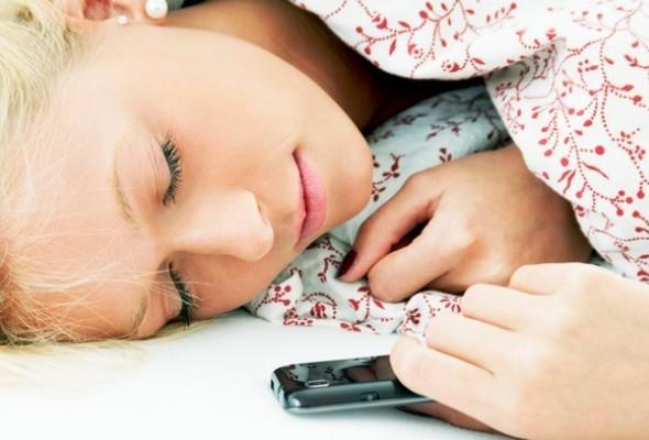 tecnologia-nao-e-responsavel-por-noites-mal-dormidas-anuario-de-colchao.jpg
